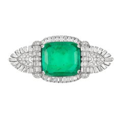 Lot 568 - Art Deco Platinum, Emerald a Diamond brož