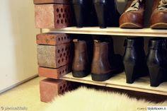 eteinen,diy,itsetehty,kenkähylly,vanhat tiiliskivet