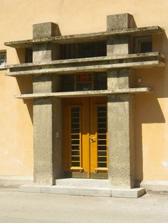 Entrédörr till hus i Karl Marx Hof, Wien. Entrance door to a house in Karl Marx Hof, Vienna. Karl Marx, Entrance Doors, Art And Architecture, Vienna, Exterior Design, Vintage Art, Interior Inspiration, Art Deco, Modernism