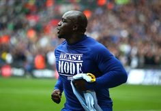Akinfenwa sent off just 32 minutes into nightmare Wycombe debut
