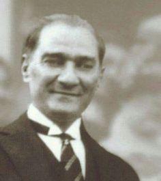ATATÜRK DİYOR Kİ: ''Hayatta en fena şey ikiyüzlülüktür. Gerçek ne olursa olsun ikiyüzlüler, onu temizlik ve saflık görünümüne bürünerek saklamaya çalışırlar ki, bu büyük bir tehlikedir.''  (Kılıç Ali, Atatürk'ün Hususiyetleri, 1955, s. 118)