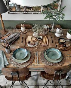 Boho Chic Decor DIY that inspires creativity Boho Chic Dekor Natural Wood Table, Sweet Home, Deco Table, Home And Deco, Decoration Table, Decoration Design, Room Decorations, Interiores Design, Home Decor Inspiration