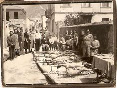 For generations, Greeks have celebrated Easter with distinct festivities. The Pappas Post compiled a series of vintage Greek Easter photos. Greek Easter, Easter Celebration, Greek Life, Good Old, Athens, Greece, Street View, 1930s, Cool Stuff