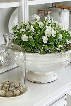 White Spring Centerpiece and Decorating Ideas - via Vibeke Design
