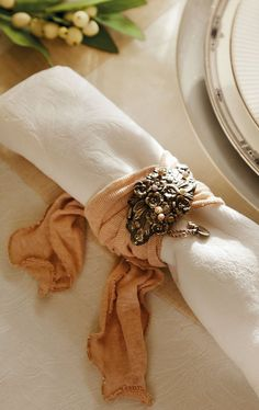 The Cool Chic Style Attitude offers inspiration and ideas for creative living. {DIY crafts, home decor tips and the practical and the beautiful. Table Setting Inspiration, Autumn Table, Fall Dinner, Napkin Folding, Christmas Tablescapes, Cozy Corner, Rose Cottage, Autumn Home, Autumn Tea