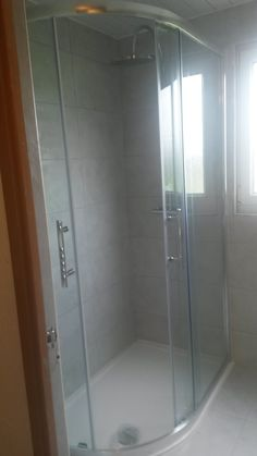 The Kitchen Specialist design, install and fit high quality kitchens across Scotland and Glasgow to suit a range of budgets. For a free kitchen design contact us now on 07554 300 347 Bathroom Shower Enclosures, Free Kitchen Design, Kitchen Installation, Glasgow, Bathroom Ideas, Bathtub, Appliances, Home, Standing Bath