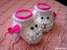 Our member Jules has created a FREE pattern in English with photos and step by step instructions for these Crochet Lamb Booties
