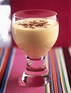 A legfinomabb házi tojáslikőr receptje | femina.hu