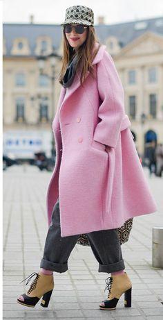 Vogue Mode: Trends, Fashion-News, Star-Looks und Accessoires - Vogue. Fashion Week, Winter Fashion, Fashion Outfits, Fashion Trends, Paris Fashion, Winter Mode, Fall Winter, Vogue, Hugo Boss