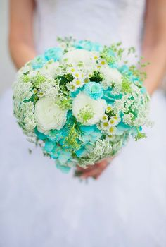 A little too round for me, but kind of pretty - Aqua Wedding Ideas Rustic