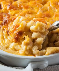 Perfect Southern Baked Macaroni and Cheese Southern Baked Macaroni and Cheese<br> A baked mac and cheese recipe that is rich and creamy, but can be made ahead of time and thrown in the oven when guests arrive. Best Baked Mac And Cheese Recipe, Mac And Cheese Recipe Soul Food, Best Macaroni And Cheese, Easy Mac And Cheese, Macaroni Cheese Recipes, Mac And Cheese Homemade, Baked Macaroni, Mac Cheese, Cheese Fruit