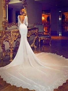 The #wedding dress Jennifer Aniston is wearing in the image is stunning! But it's NOT her wedding dress as some were led to believe. Let's straighten this rumour out properly!