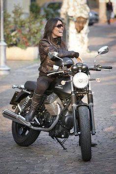 Moto Guzzi V7 Stone, Motorbike Girl, Motorcycle Bike, Women Motorcycle, Ducati Monster, Bobbers, Motos Vintage, Vintage Motorcycles, Moto Guzzi Motorcycles