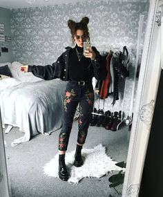 "1,814 Likes, 6 Comments - Grunge (@grunge_clothing_style) on Instagram: ""Amazing outfit by @sophie.seddon "" #KoreanFashion"