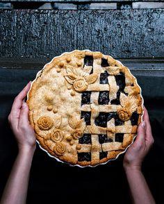 Pie's Decorative Pie Crust Beautiful Pie Crusts, Lattice Pie Crust, Pie Crust Designs, Pie Decoration, Pies Art, Pastry Design, Perfect Pie Crust, Pie Tops, Pie Dessert