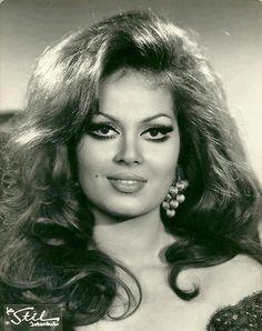 Turkan Soray The beauty queen of Turkish Cinema Divas, Beauty Makeup, Hair Makeup, Cinema Actress, Turkish Actors, Beauty Queens, Hollywood Stars, Vintage Beauty, Beautiful Actresses