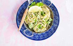 Parsakaalipestoa ja spagettia