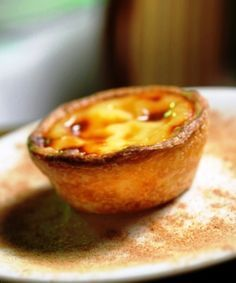 """Learn how to bake the typical portuguese """"Pastel de Nata"""" Gourmet Desserts, Just Desserts, Delicious Desserts, Dessert Recipes, Yummy Food, Plated Desserts, Portuguese Desserts, Portuguese Recipes, Portuguese Food"""