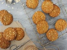 Best ever Anzac Biscuits recipe. recipe loved by Australian home cooks. Easy recipe for Anzac biscuits perfect to bake on ANZAC Day. New Zealand treats for Santa with Milk Recipe For Anzac Biscuits, Quick Biscuit Recipe, Quick Biscuits, Homemade Biscuits, Good Food, Yummy Food, Biscuit Cookies, Baking Cookies, No Sugar Foods