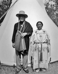 Robert Botone (the son of Gum-mah or Dancer) and his wife, Pau-ah-ty (aka Ruby Botone) near Medicine Lodge, Kansas - Kiowa - before the death of Ruby Botone in 1954 Native American Drawing, Native American Music, Native American Clothing, Native American Artwork, Native American Beauty, Native American History, Native American Indians, Native Americans, Rocky Mountains