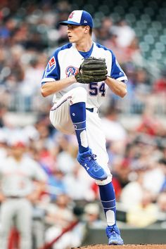Max Fried pitching in Atlanta Braves 1974 throwback jersey in honor of Hank Aaron Week. Cute Baseball Players, Baseball Guys, Baseball Pictures, Braves Baseball, Sports Baseball, Chicago White Sox, Boston Red Sox, Female Firefighter, Derek Jeter