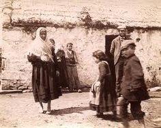 Ireland Life was extremely hard for the ordinary people, especially in the West. Old Pictures, Old Photos, Vintage Photos, Old Irish, Irish Celtic, Cork Ireland, Ireland Travel, Irish Famine, Images Of Ireland