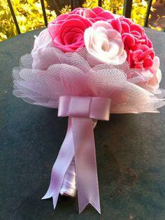 Ramo de fieltro: Rosas y rosas blancas