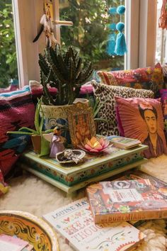 Table Crazy about home decor? Then you should definitely pay a visit to Milagros Mundo. The best bohemian decor shop Amsterdam has! Boho Chic Interior, Bohemian Bedroom Design, Bohemian Decor, Bohemian Room, Home Decor Items, Home Decor Accessories, Amsterdam, Bohemian Furniture, Colorful Pillows