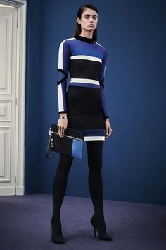 Italian fashion house Versace presented their new Pre-Fall 2015 collection. Creative director Donatella Versace took a step back from the usual signature figure Couture Mode, Style Couture, Dior Couture, Couture Fashion, Runway Fashion, Fashion Week, High Fashion, Fashion Show, Fashion Design