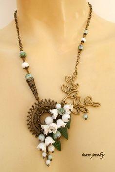 Fabulous necklace.