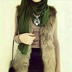 Love the grunge glamour look.