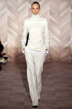 See the complete Maison Margiela Fall 2012 Ready-to-Wear collection.