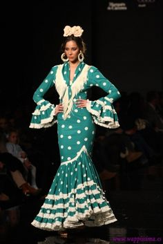 Spanish style – Mediterranean Home Decor Flamenco Costume, Flamenco Dancers, Spanish Fashion, Spanish Style, Unique Dresses, Formal Dresses, Flamingo Dress, Dance Dresses, Flamenco Dresses