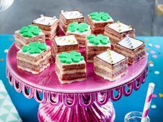 Unser beliebtes Rezept für Silvester Petit Fours und mehr als 55.000 weitere kostenlose Rezepte auf LECKER.de.