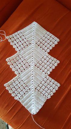 Good Images Crochet Doilies Tutorial Tip Doilies - Diy Crafts - Qoster Crochet Motifs, Filet Crochet, Crochet Stitches, Lace Doilies, Crochet Doilies, Crochet Freetress, Crochet Table Runner Pattern, Knitting Patterns, Crochet Patterns
