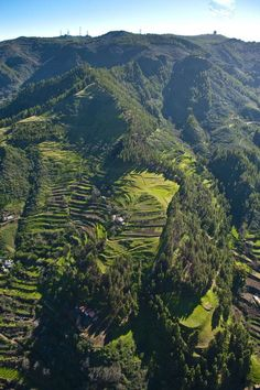 Rural landscape of Gran Canaria España with the slopes of the mountains divided into terraces. Places In Spain, Places To See, Grand Canaria, Madrid, Portugal, Holiday Places, Canario, Beautiful Places In The World, Canary Islands