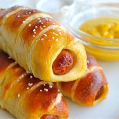 Pretzel Dogs from The Food Charlatan! Nothing says par-tay quite like these babies. Perfect Super Bowl appetizer.
