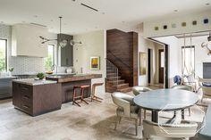 Houston, TX Contractor: Builders West Interior Designer: Shannon Mann Landscape Design: Kainer & Kainer Photography: Peter Molick