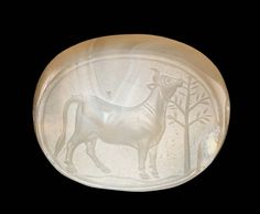 Scaraboid gem with grazing cow | Museum of Fine Arts, Boston