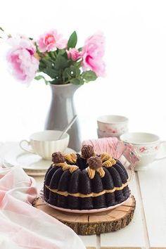 La mejor Tarta Ferrero Rocher en la que no necesitas Ferrero Rocher para hacerla.Fácil y rápido..la mejor tarta del mundo!