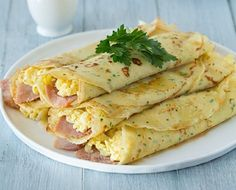 We have rounded up a list of the best crepe recipes in the world that are both savory and sweet. Perfect for both breakfast and as an appetizer. Best Crepe Recipe, Crepe Recipes, New Recipes, Favorite Recipes, Crepes Filling, Good Food, Yummy Food, Delicious Recipes, Ham And Eggs