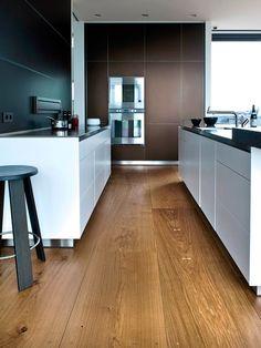 Una casa danesa con los suelos de listones de madera de roble sostenible perfectos · A home in Denmark with amazing oak floor planks