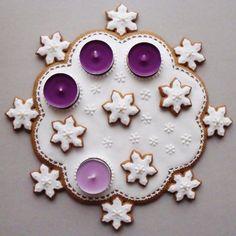 KARÁCSONYI DEKORÁCIÓK: Minden, ami mézekalács Advent Wreath Candles, Christmas Gingerbread, Gingerbread Houses, Holiday Treats, Cookie Decorating, Christmas Cookies, Candle Holders, Wreaths, Sweet