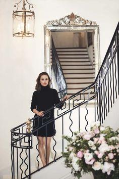 Natalie Portman Charms in Chic Styles for ELLE South Africa - fashion beauty Natalie Portman Style, Natalie Portman Dior, Liam Neeson, Ewan Mcgregor, V Pour Vendetta, Vanity Fair Italia, Nathalie Portman, Christian Dior, African American Fashion