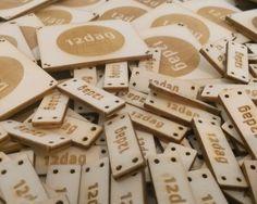 [Werkunterricht 2.0] 12dag hat die Laubsäge ausgepackt!  Hier zu sehen: Unsere neuen Labels aus FSC zertifiziertem Pappelholz, bezogen aus nachhaltiger Waldwirtschaft. Luftig & Leicht - bald auf unseren Turnbeuteln und noch streng geheimen Produkten zu sehen! #12dag #feinstepanier #pappelholz #topsecret  #turnbeutel #gymbag #mode #fashion #handgemacht #handmade #wien #vienna #regional #bio #nachhaltig #vegan #organic