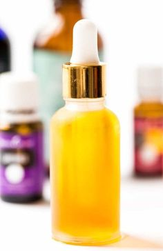 Everyday Facial Serum DIY Everyday Facial Serum made from jojoba oil, rosehip seed oil and my favorite essential oils!DIY Everyday Facial Serum made from jojoba oil, rosehip seed oil and my favorite essential oils! Diy Skin Care, Skin Care Tips, Rosehip Seed Oil, Les Rides, Healing Oils, Homemade Facials, Anti Aging Serum, Beauty Recipe, Jojoba Oil