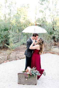 Leg pop smooch under an umbrella! Check out this timeless engagement photography shoot with 1940's inspired details drawn from the classic styling of film Pearl Harbor! via @confettidaydreams