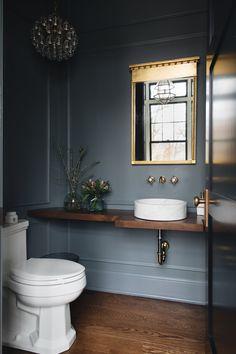 Cheap Home Decor A dark moody powder room for you.Cheap Home Decor A dark moody powder room for you. Bathroom Interior Design, Decor Interior Design, Interior Decorating, Modern Interior, Decorating Bathrooms, Decorating Games, Decorating Websites, Interior Walls, Bad Inspiration