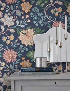 With its imaginative floral pattern boasting an abundance of blossoms and tendrils, design wallpaper Ebba creates a striking mural. A dark blue bac. Tree Wallpaper, Striped Wallpaper, Nature Wallpaper, Home Decor Quotes, Home Decor Pictures, Motif Floral, Floral Stripe, Victorian House Interiors, Classic Home Decor