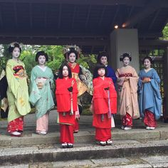 "geimei: ""May 2016: Maiko Ayaha, Geiko Toshimana, Geiko Tsunemomo, Maiko Katsuna and Maiko Yukiha with Tayuu Sakuragi and her two Kamuro at the Shozan Resort in Kyoto. Historically, Kamuro were little girls waiting on Oiran and training to become..."